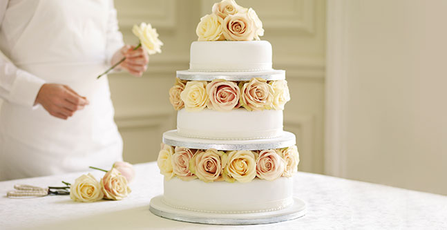 How to pick the best wedding cake