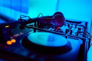 Live music_ or DJ