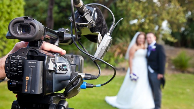 How to choose the best videographer for your wedding;