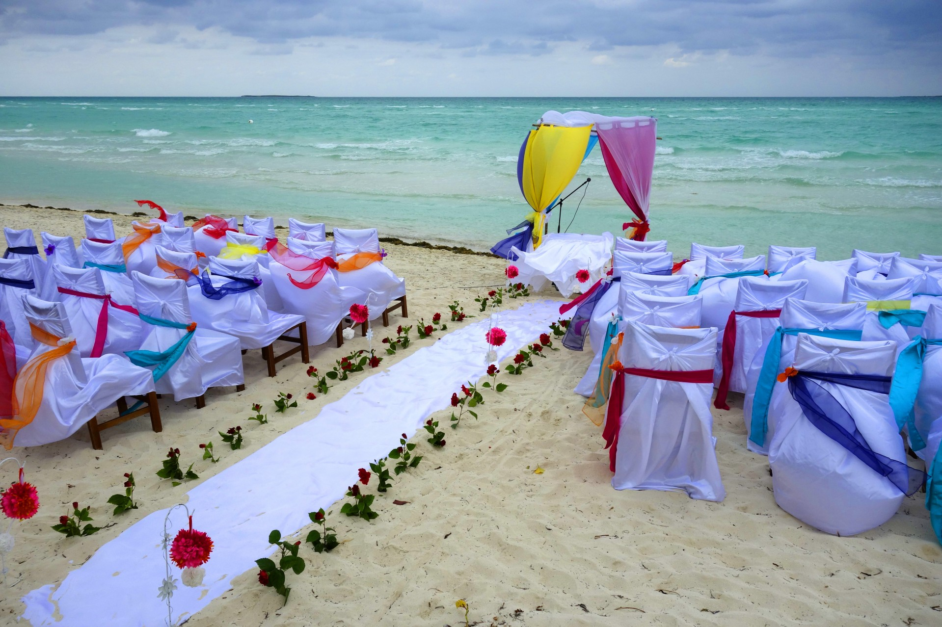 nice big wedding on a sunny beach